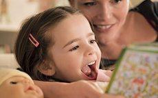 Os pais devem estimular os livros de papel durante toda a infância