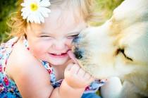 Os animais de estimação ajudam as crianças a superar momentos difíceis.