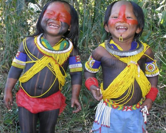 Os índios foram os primeiros povos que habitavam a região do Brasil.