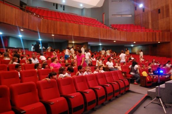 Teatro é diversão, cultura e entretenimento.